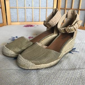 Sperry espadrille wedges in gold and tan